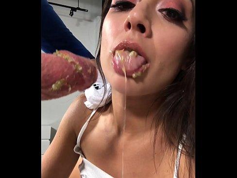 Brokkenpap en maagzuur. Kots seks