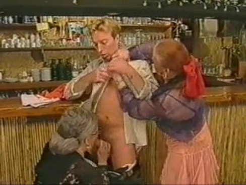 Retro porno vol pissende en vuist neukende oma's