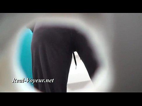 Toilet bespied met verborgen camera