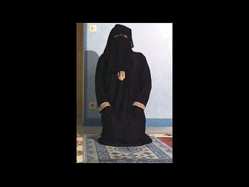 Ongestelde moslim geeft een stripshow