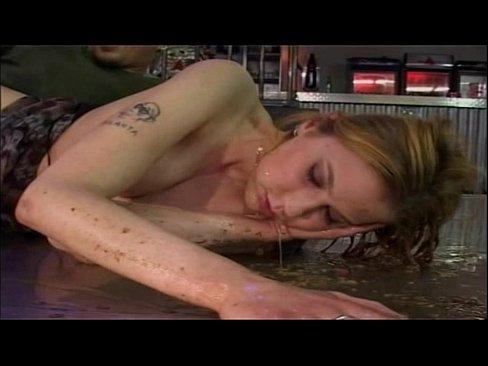 Dronken duitse moeder kotst tijdens het neuken