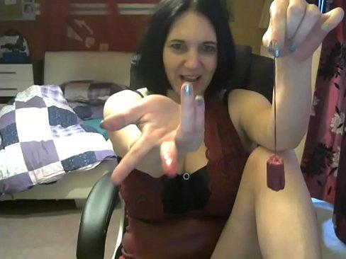 Duitse milf leert je hoe een tampon te zuigen!