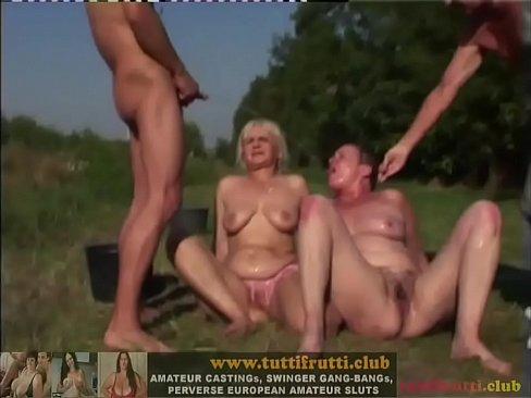 mature outdoor piss