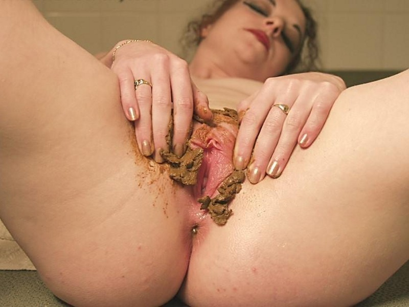 Webcam girl shits and stuffs poop in her pussy and then makes a nice treat